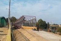 Tymczasowa kładka już gotowa! Zastąpi wiadukt kolejowy