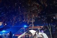 Wypadek w Niechanowie! Auto z dużą siłą uderzyło w ogrodzenie posesji!