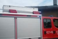 Wypadek na przejeździe kolejowym w Gnieźnie! Bus zderzył się z pociągiem towarowym