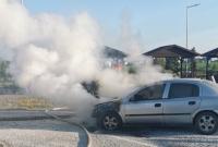 Pożar samochodu przy drodze ekspresowej S5