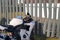 Wypadek na al. Reymonta! Motocyklista po zderzeniu z samochodem uderzył w ogrodzenie