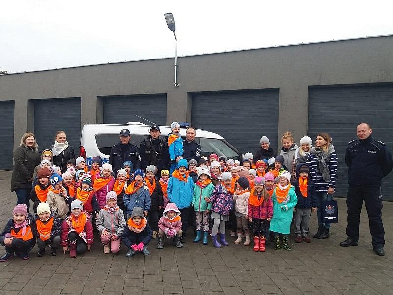 Dzieci z Przedszkola Montessori zwiedziły komendę