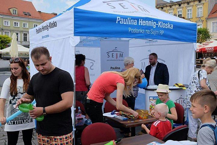 Letnie, objazdowe biuro poselskie Pauliny Hennig-Kloski już w lipcu