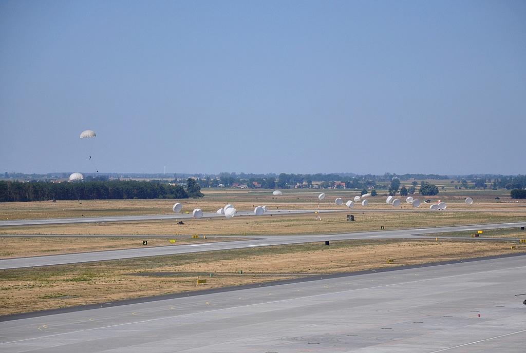 Desant na powidzkim lotnisku
