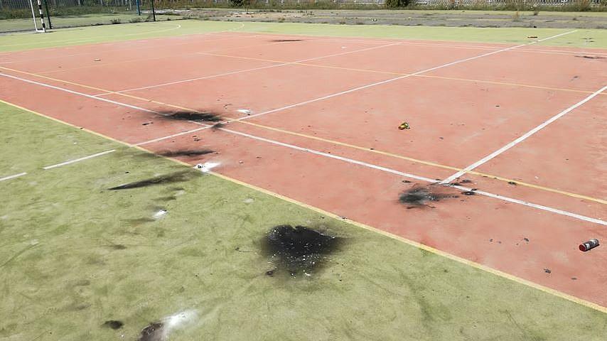 Boisko przy Szkole Podstawowej nr 8 w Gnieźnie zniszczone