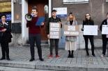 Protestowali pod biurem odchodzącego senatora przeciwko ustawie zakazującej seksedukacji