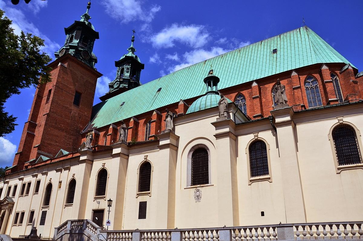 Zmiana godzin Mszy Św. niedzielnych w Katedrze Gnieźnieńskiej
