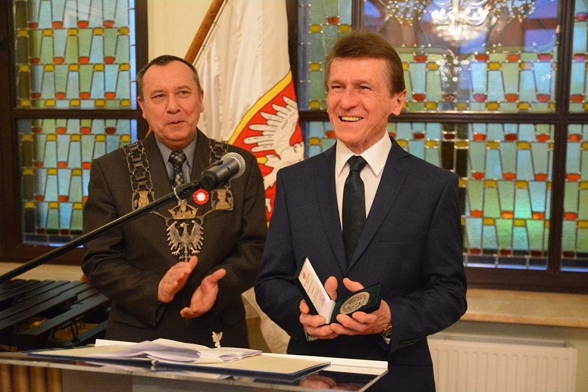 Pierwsza Stolica upamiętniła Powstańców Wielkopolskich! Doktor Marian Fluder Honorowym Obywatelem Miasta Giezna!