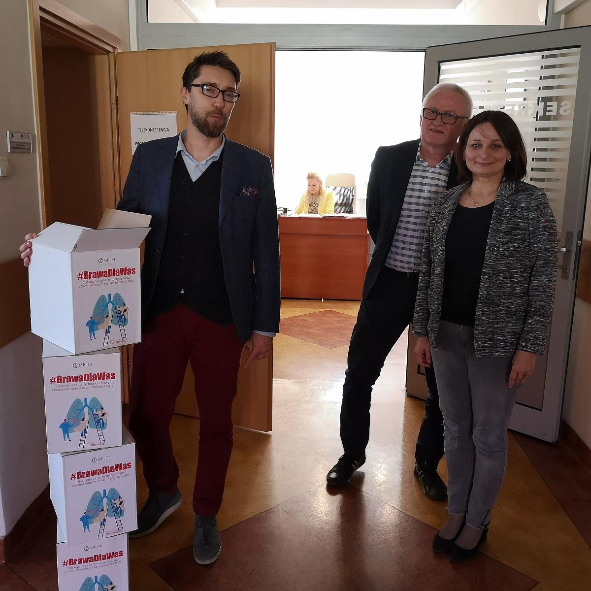 Firma Complet Furniture produkuje maseczki dla gnieźnieńskich szpitali