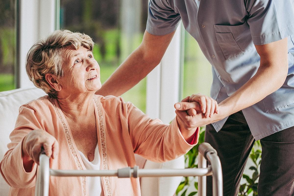 Praca w opiece osób starszych w Niemczech - kto może się o nią starać?