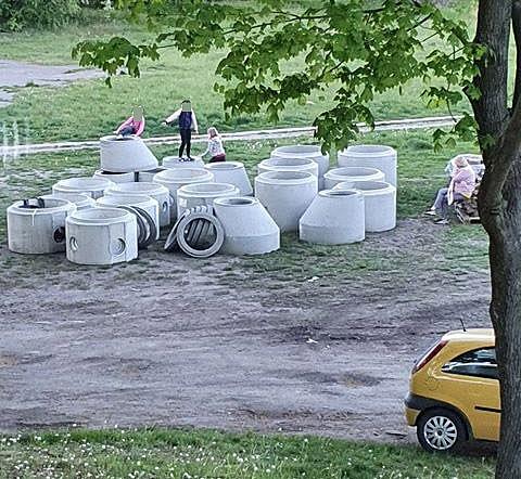 Niebezpieczne zabawy przy ul. Konopnickiej