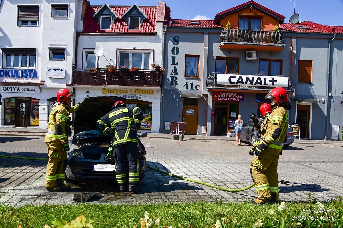 Pożar samochodu przy ul. Roosevelta w Gnieźnie