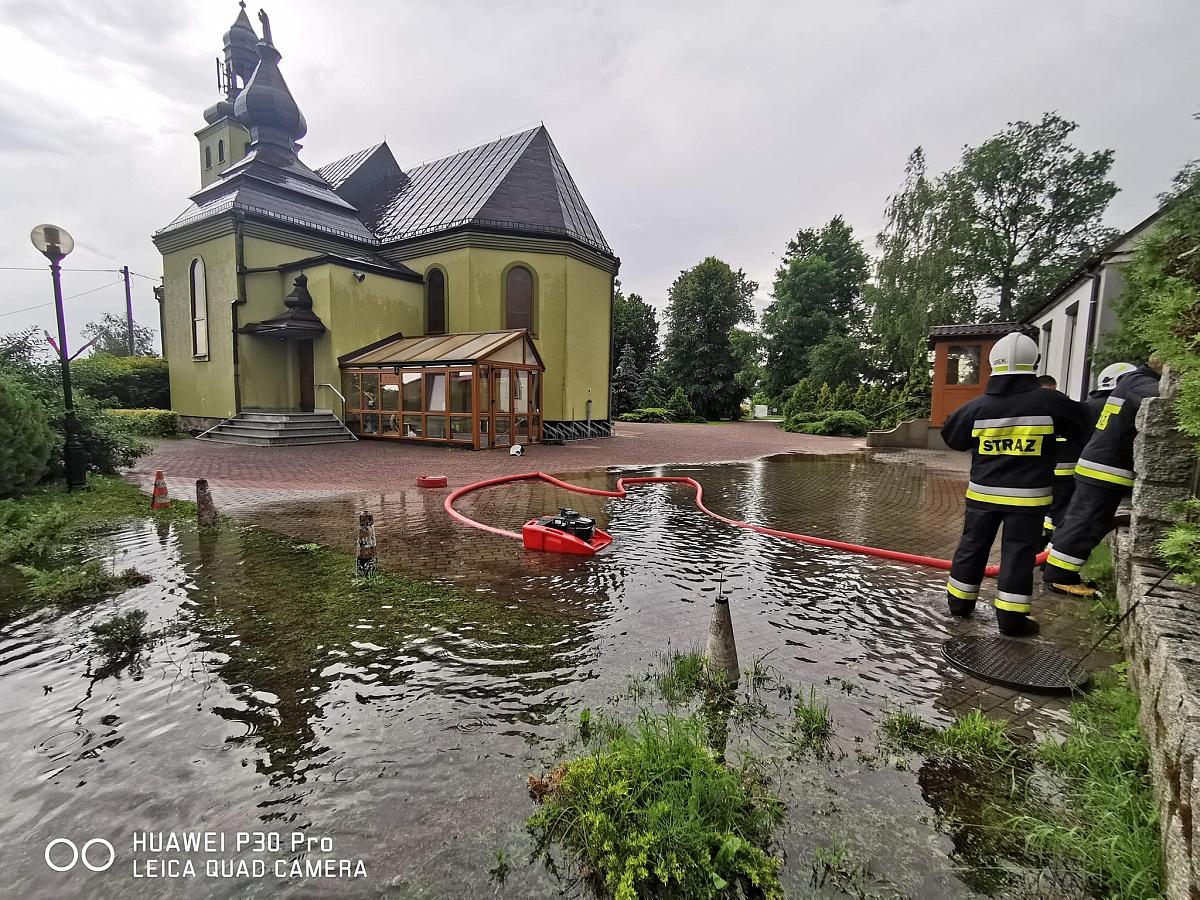 Liczne zalania i podtopienia na terenie powiatu