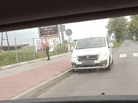 Zniszczył banery wyborcze Andrzeja Dudy w Niechanowie! Został uwieczniony na fotografii