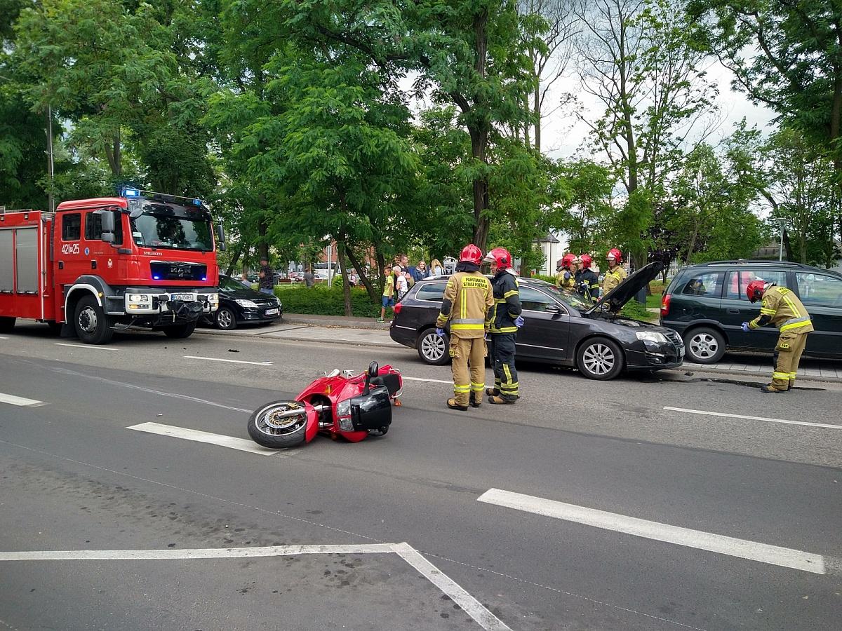 Zderzenie motocyklisty z samochodem osobowym na ul. Kościuszki w Gnieźnie