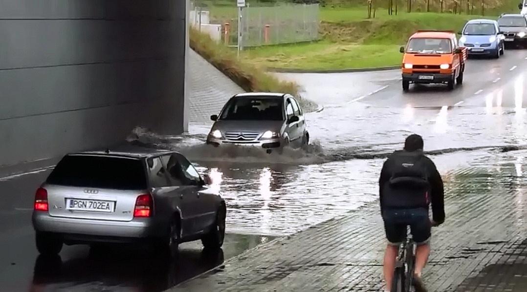 Ulica Pod Trzema Mostami ponownie zalana