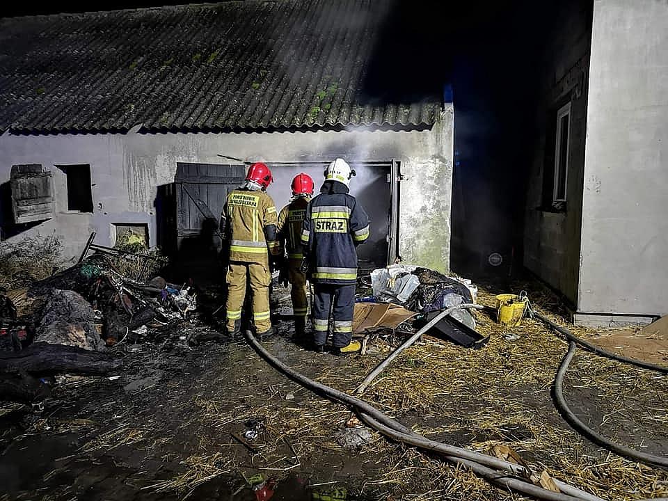 Pożar w Zdziechowie! W akcji uczestniczyło 18 strażaków