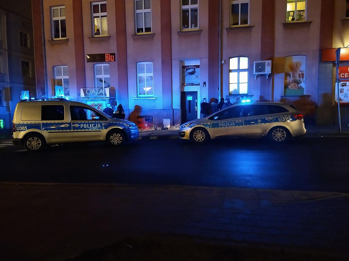 Bójka ok. 20 osób przy Placu Piłsudskiego w Gnieźnie
