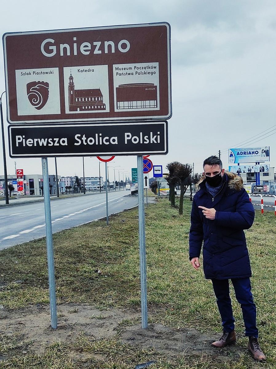 Nowe tablice na wjeździe do Gniezna i spór o miano Pierwszej Stolicy Polski