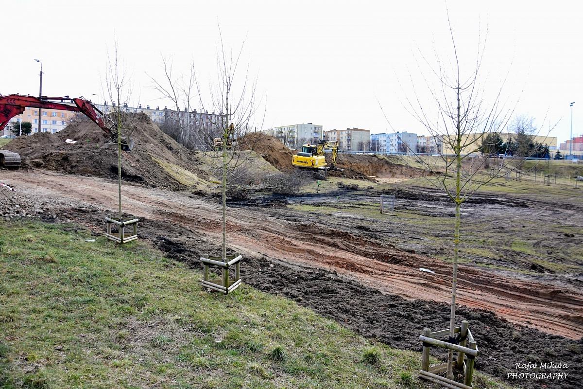 Trwa budowa letnich basenów przy ul. Spokojnej