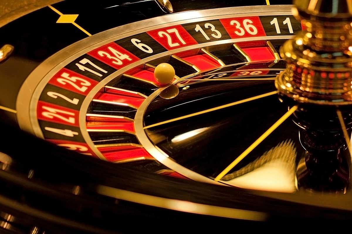 Dlaczego warto grać w kasynie online?