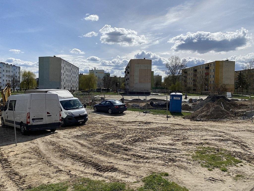 Na Ustroniu powstają nowy plac zabaw i boisko