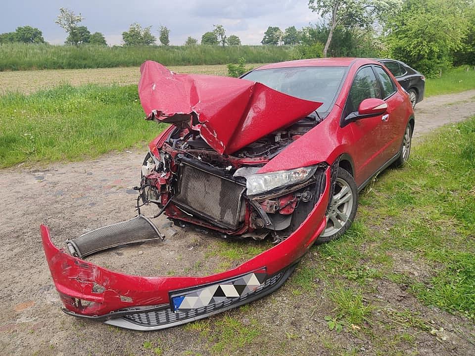 Wypadek na przejeździe kolejowym w Dębnicy
