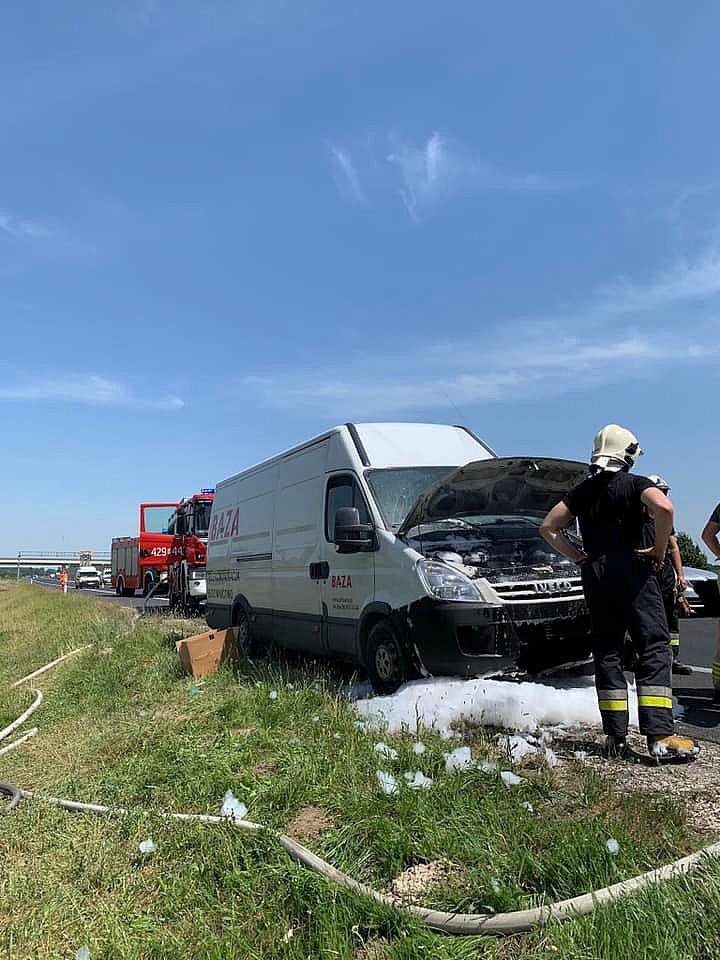 Pożar busa na drodze ekspresowej S5
