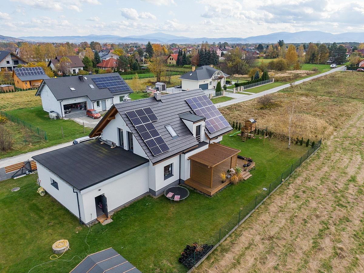 Co wpływa na wydajność paneli słonecznych i fotowoltaicznych?
