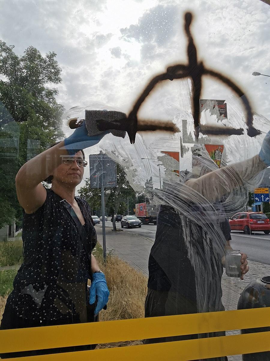 Gnieźnieńska Lewica oczyściła przestrzeń publiczną z neonazistowskich symboli