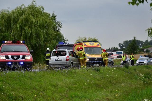 Zderzenie ciężarówki z osobówką na wylocie z Gniezna