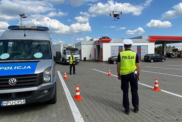 Ujawniali wykroczenia drogowe przy użyciu drona