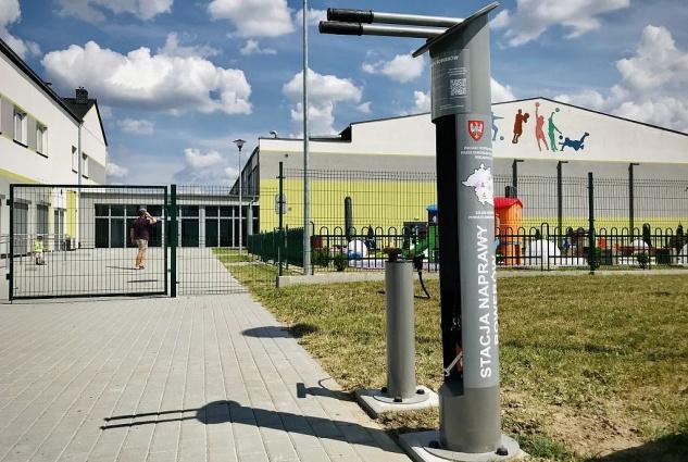 Nowe stacje naprawy rowerów w powiecie gnieźnieńskim