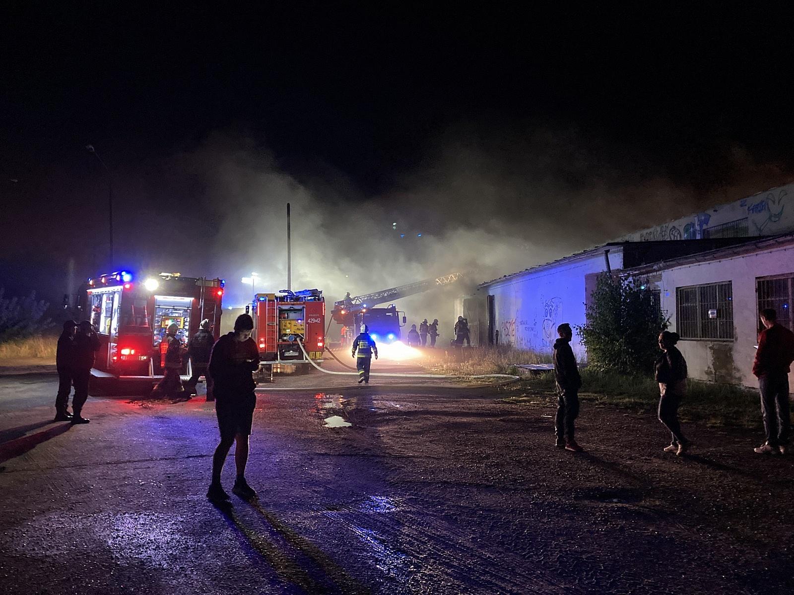 Pożar hali przy ul. Widnej w Gnieźnie