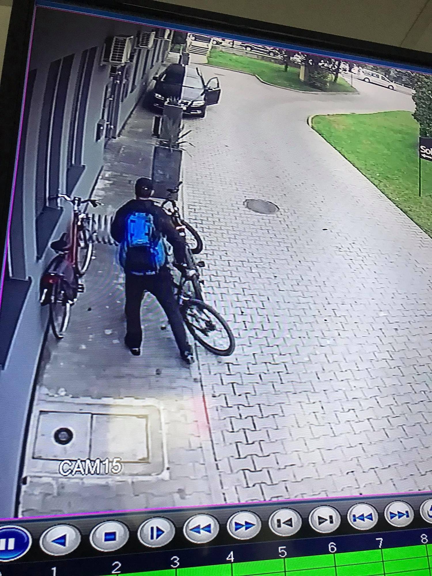 Skradziono rower! Złodziej miał charakterystyczny plecak