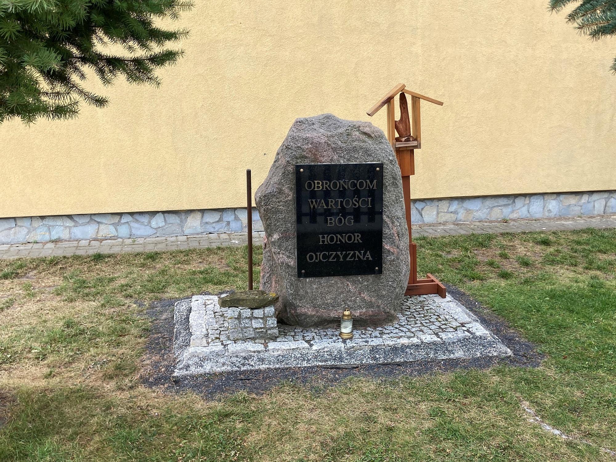 Dyrekcja szkoły w Goślinowie spotkała się z rodzicami, Kuratorium Oświaty zabrało głos w sprawie agresywnego ucznia
